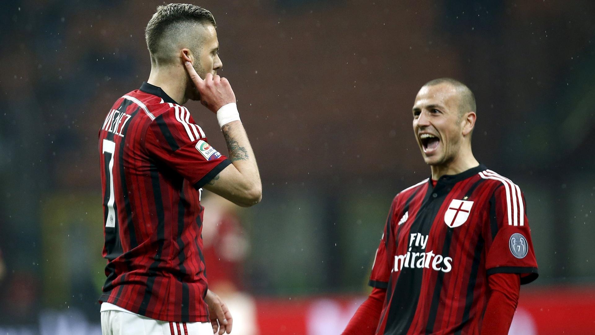 Menéz foi o destaque do Milan, marcando dois gols na vitória sobre o Cagliari
