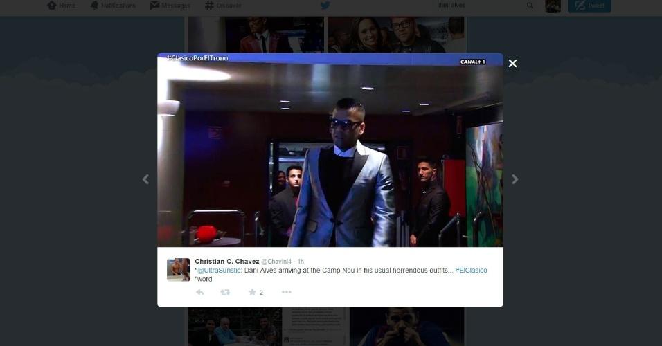 Daniel Alves, lateral do Barcelona, chega ao Camp Nou usando uma roupa estranha e vira piada nas redes sociais