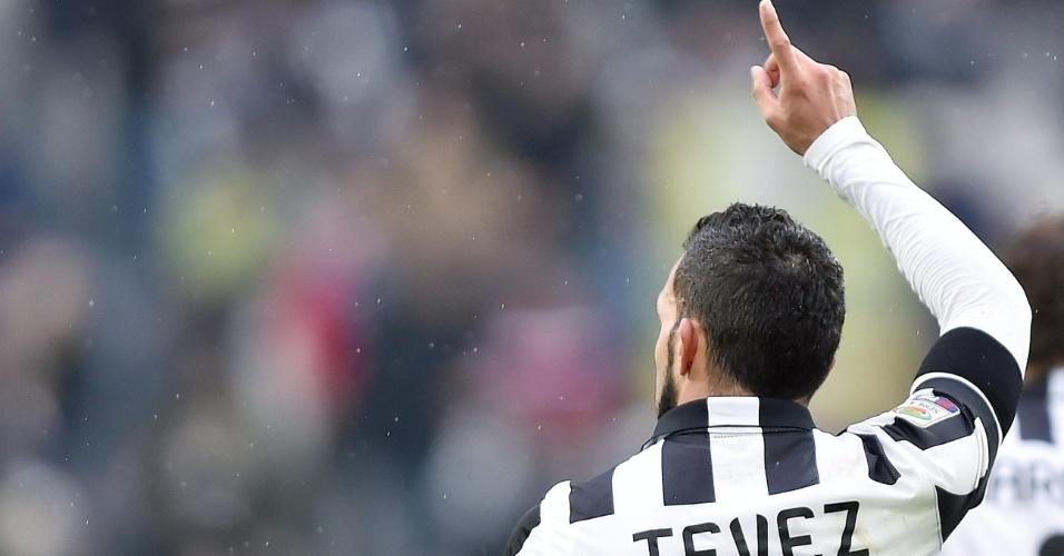 Tevez comemora o seu gol, o primeiro da Juventus contra o Genoa