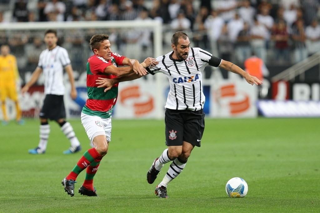 Capitão do Corinthians, Danilo se livra da marcador da Portuguesa