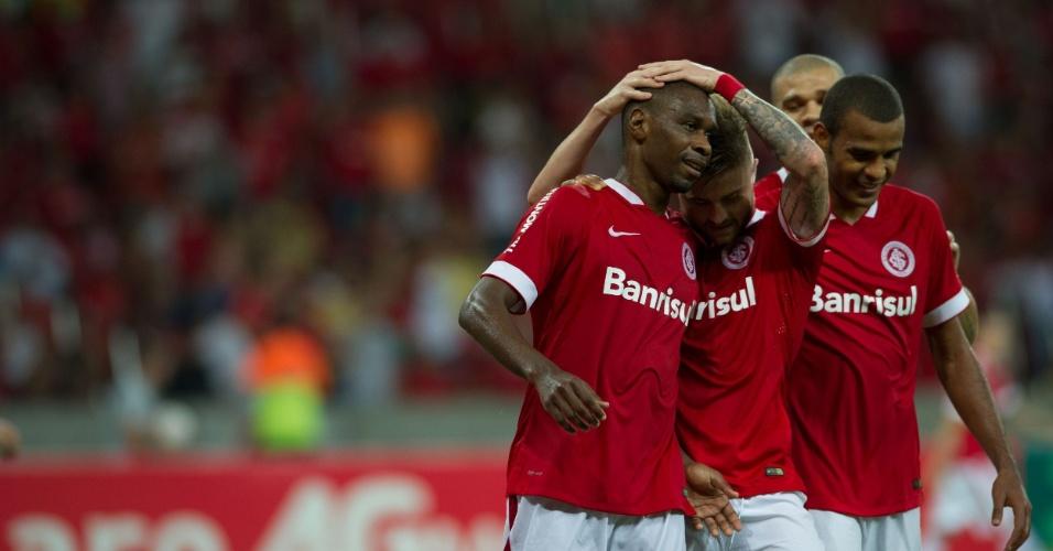 25.mar.2015 - Juan comemora gol marcado no jogo Inter e Avenida, pela 13ª rodada do Gauchão