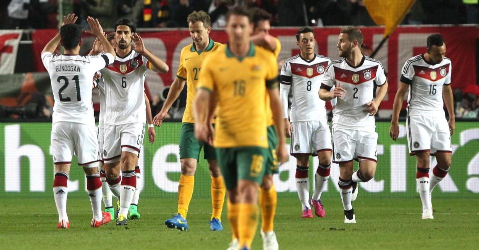 Com assistência de Khedira, Marco Reus abre o placar para a Alemanha contra a Austrália