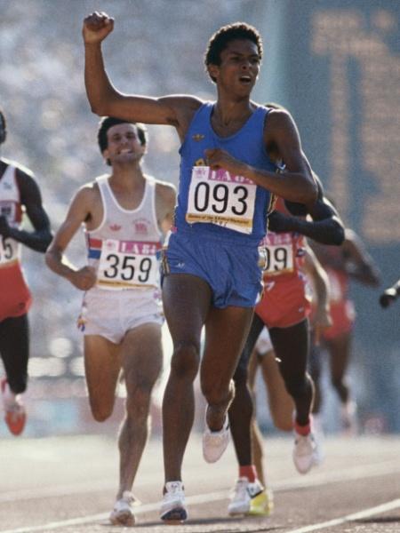 Joaquim Cruz, que conquistou a medalha de ouro dos Jogos Olímpicos de 1984, está fechando as portas de projetos sociais para o esporte - Steve Powell/Getty Images