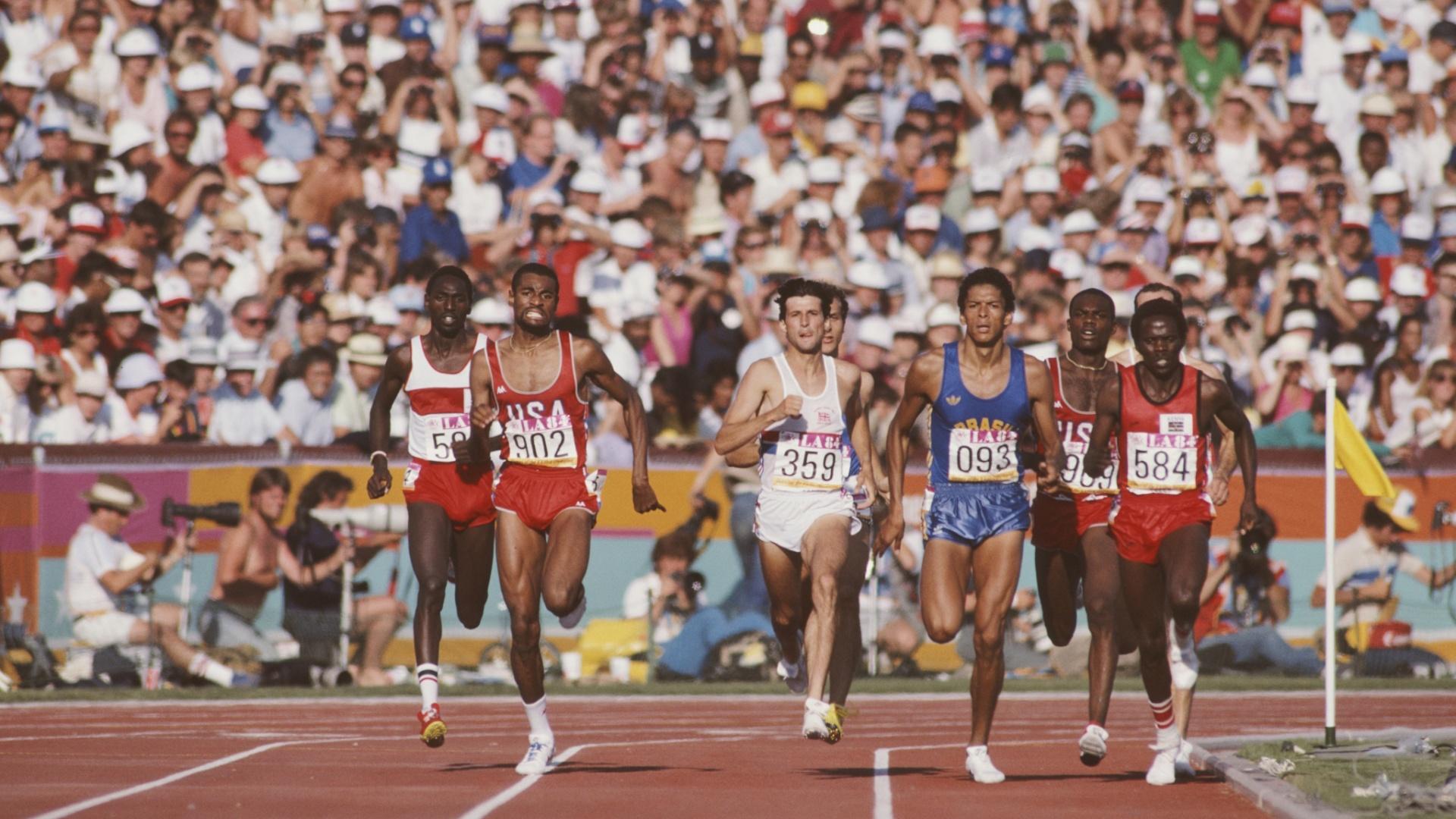 Joaquim Cruz disputa a final olímpica dos 800m em Los Angeles-1984: foi o primeiro ouro brasileiro em provas de pistas da história