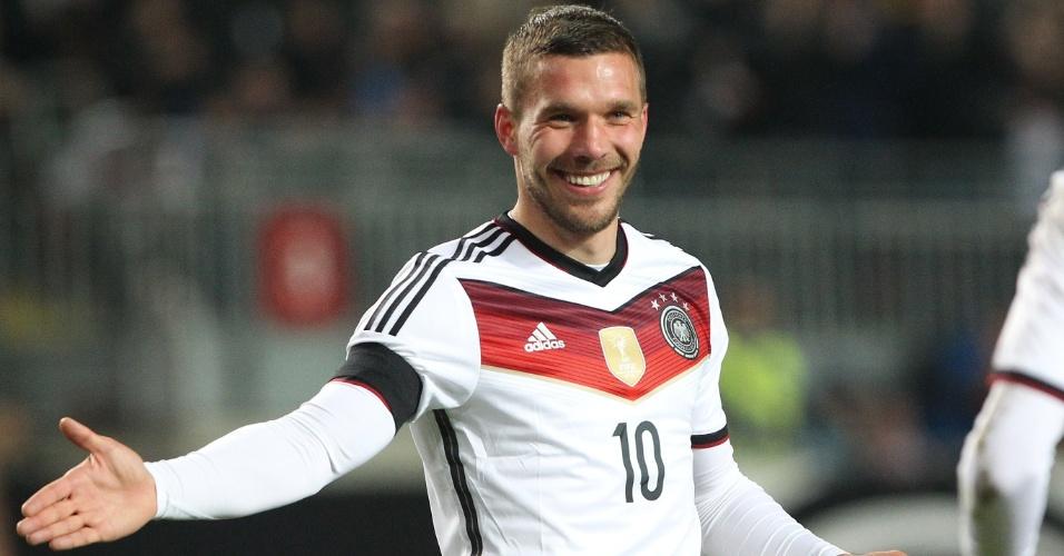 Podolski comemora gol da Alemanha durante jogo amistoso