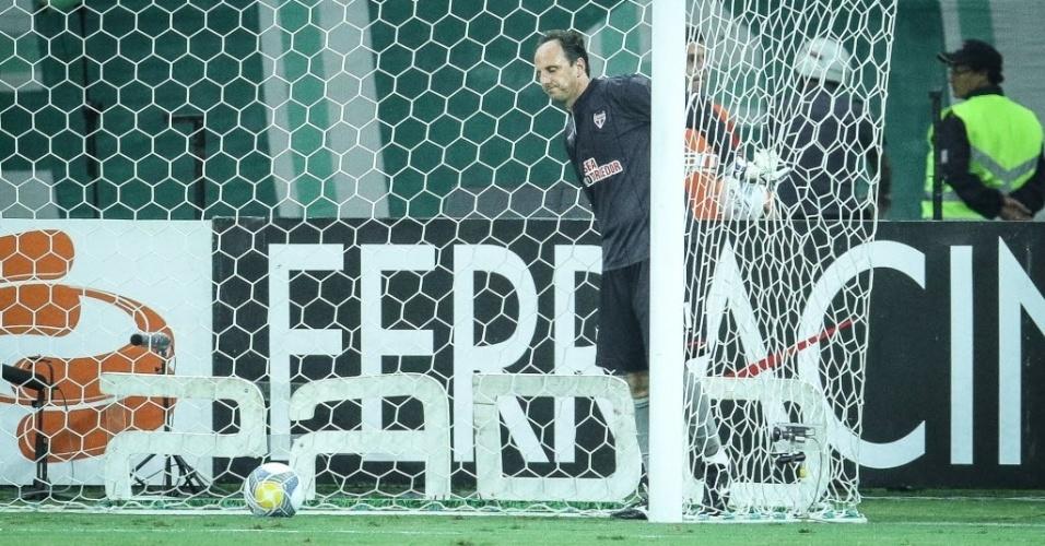 Rogério Ceni se lamenta após gol de cobertura do meio-campo de Robinho no clássico entre Palmeiras e São Paulo