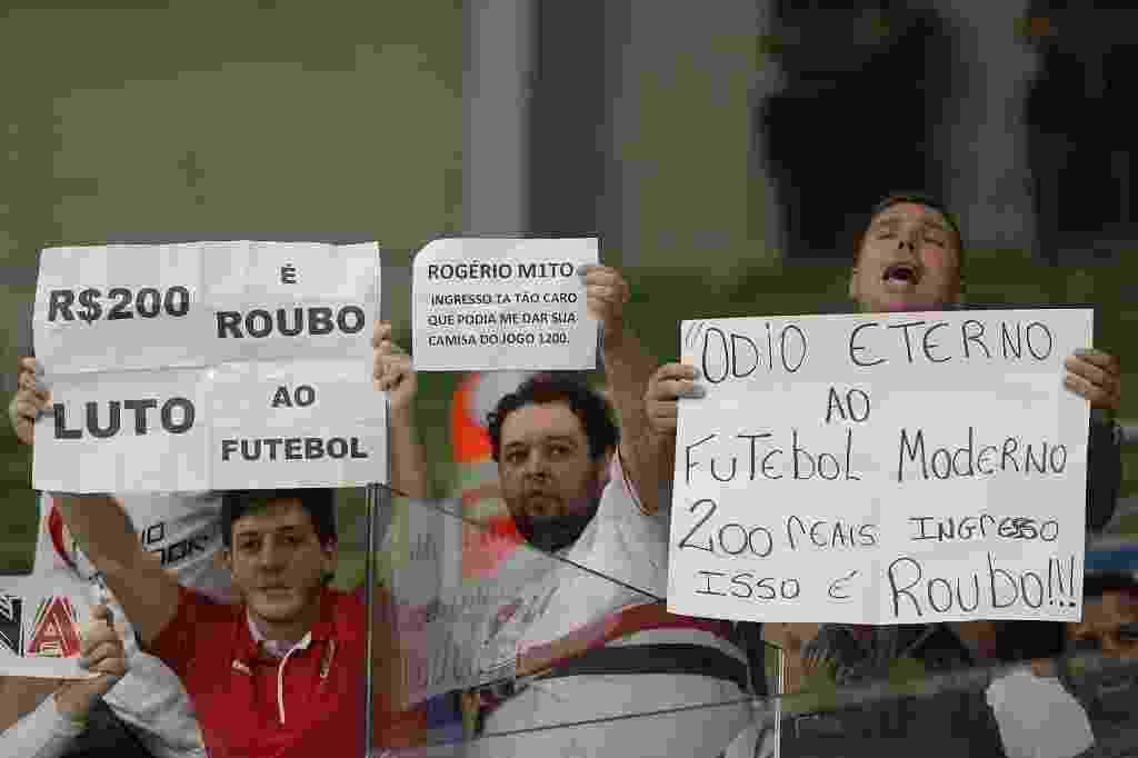 Torcedores do São Paulo protestam contra o preço do ingresso de visitante no Allianz Parque - Reinaldo Canato/UOL