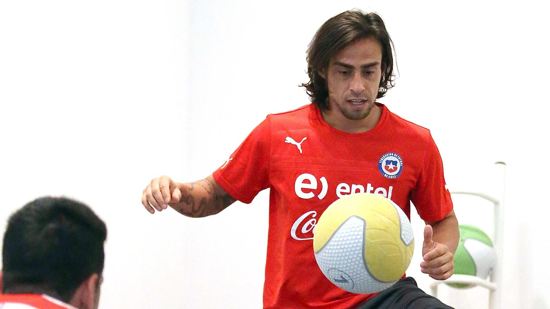 Vladivia durante treinamento da seleção do Chile, na Áustria