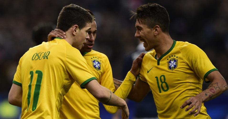 Oscar, Neymar e Firmino comemoram gol de empate do Brasil contra a França