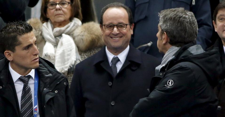 Presidente francês François Hollande assiste à partida entre França e Brasil, em Paris