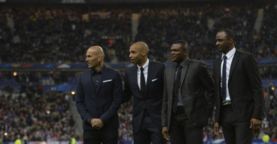 Zidane, Henry, Desailly e Patrick Vieira marcam presença no Stade de France, palco do amistoso entre França e Brasil