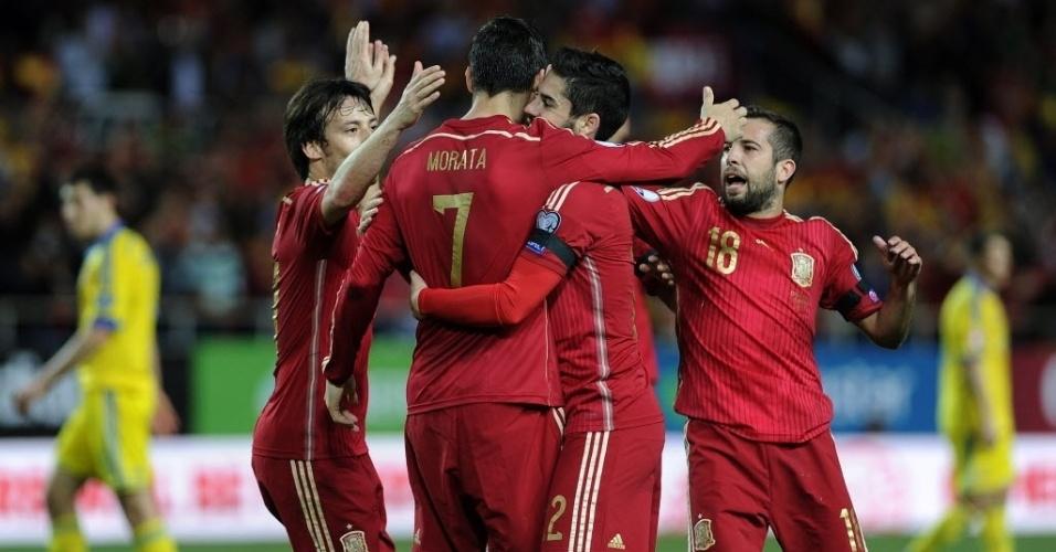 Jogadores da Espanha comemoram gol de Morata contra a Ucrânia pela grupo C das eliminatórias da Euro 2016