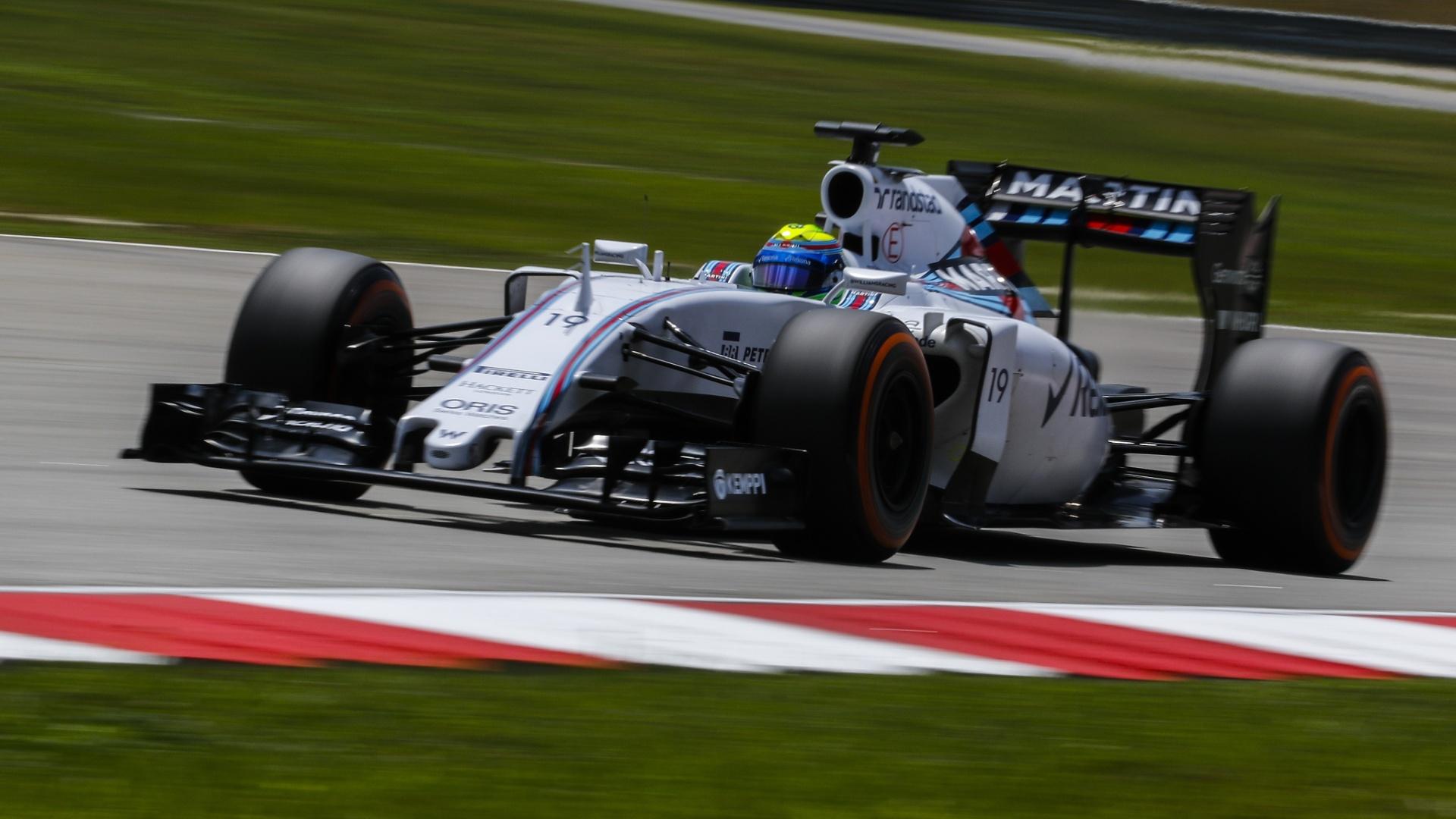 29.mar.2015 - Felipe Massa acelera sua Williams pelo circuito de Sepang