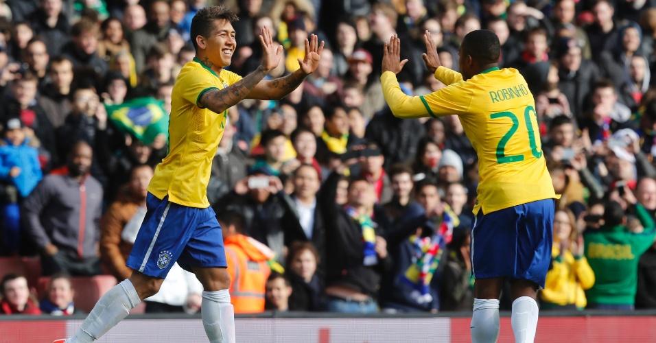 29.mar.2015 - Firmino comemora gol marcado no amistoso contra o Chile em Londres
