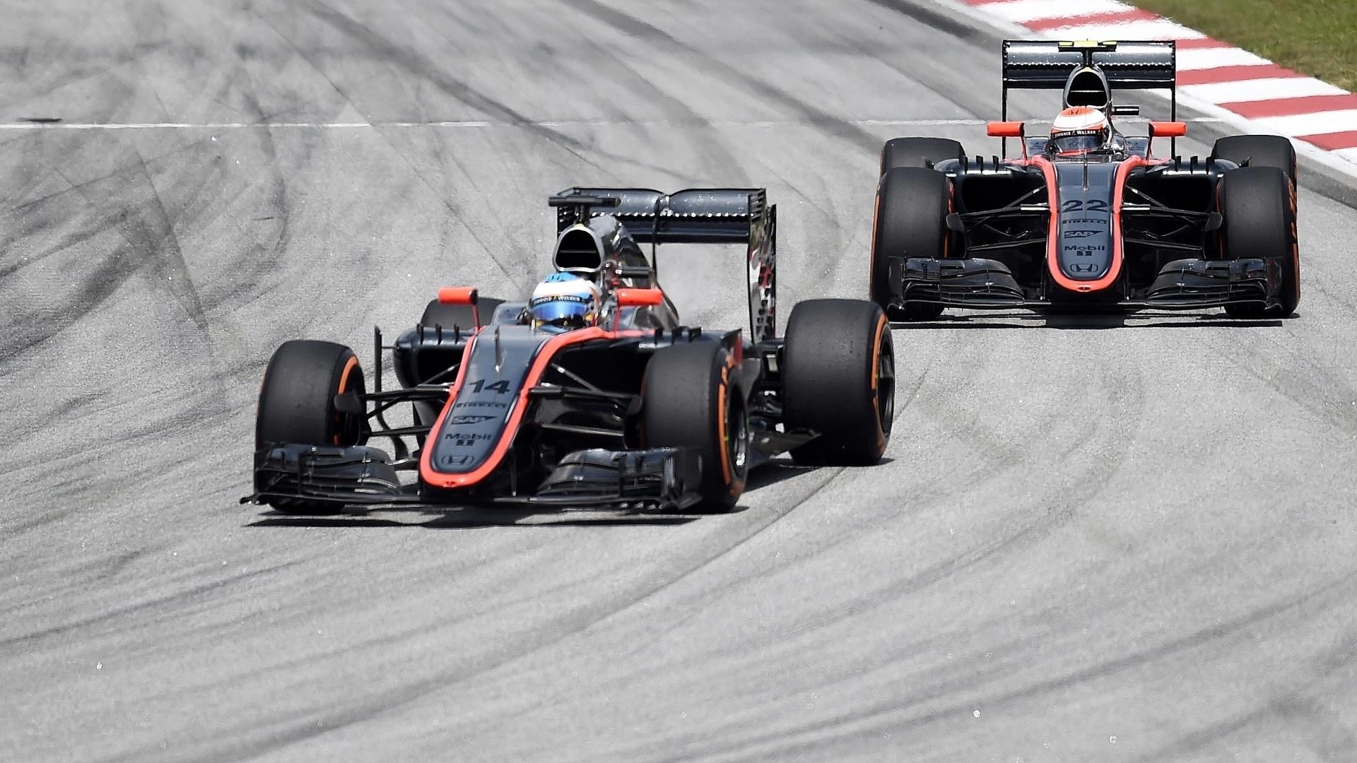 29.mar.2015 - GP da Malásia foi péssimo para a McLaren. Tanto Fernando Alonso como Jenson Button não terminaram a corrida