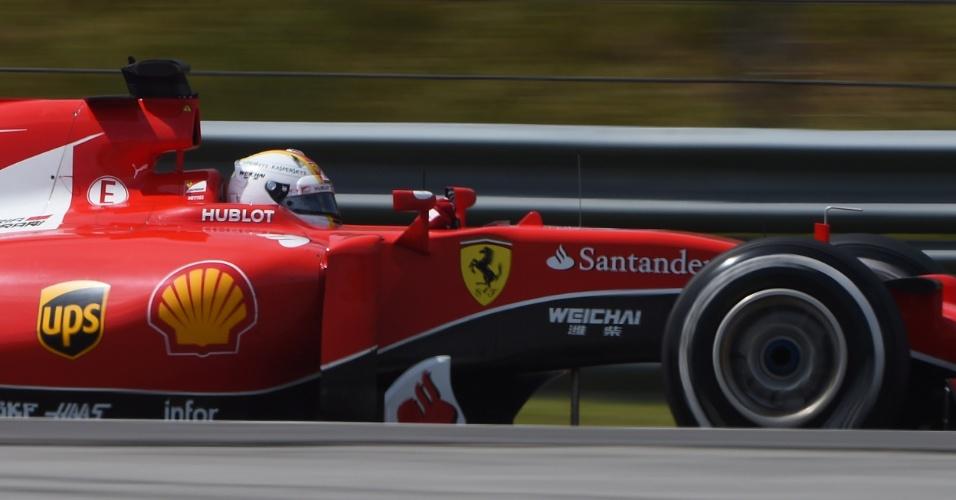 29.mar.2015 - Sebastian Vettel acelera sua Ferrari pelo circuito de Sepang durante o GP da Malásia