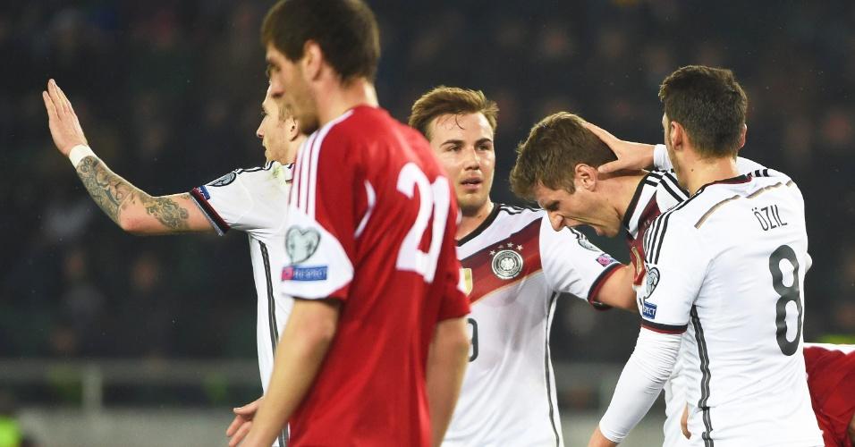 Alemães comemoram um dos dois gols marcados na vitória sobre a Geórgia