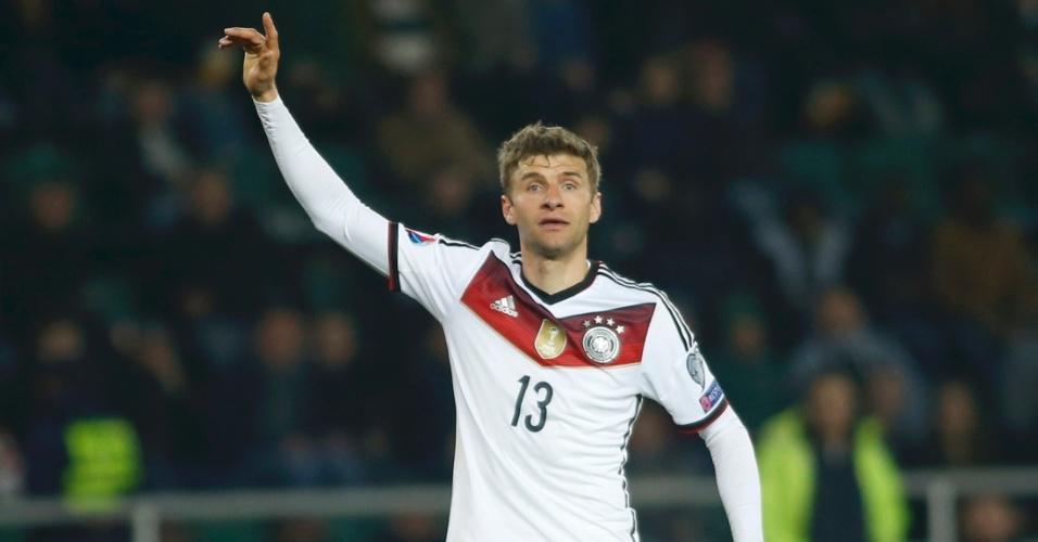 Thomas Muller gesticula na vitória da Alemanha sobre a Geórgia