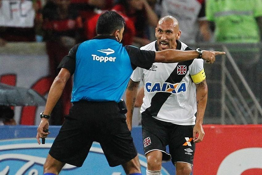 Guiñazu não tem sido aliviado pelos árbitros no Campeonato Carioca