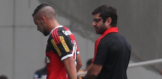 Márcio Tannure, médico do Flamengo, foi atingido por um objeto na final da Copa do Brasil