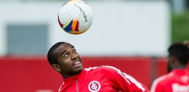 Anderson não teve confirmada nova oferta do futebol chinês e está na relação de jogadores