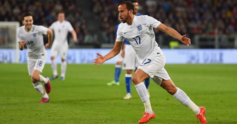 Andros Townsend corre para comemorar o gol de empate da Inglaterra contra a Itália