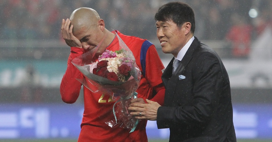 Cha Du-Ri, da Coreia do Sul, vai às lágrimas com a presença de seu pai durante o amistoso contra a Nova Zelândia