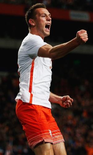 De Vrij comemora o primeiro gol marcado pela Holanda em amistoso contra a Espanha