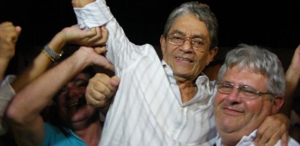 Raimundo Viana (esq.), presidente do Vitória, estuda pedir mudanças à CBF - Divulgação/Vitória