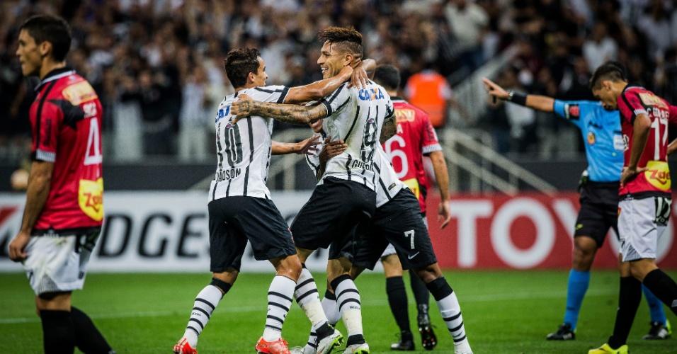 Jadson celebra gol marcado por Guerrero no jogo Corinthians e Danubio, na Libertadores