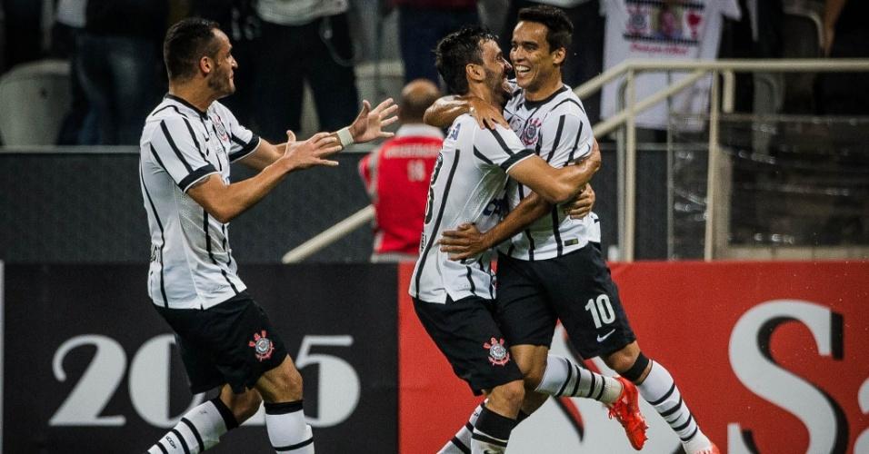 Jadson comemora depois de marcar, da falta, o primeiro gol do Corinthians contra o Danubio
