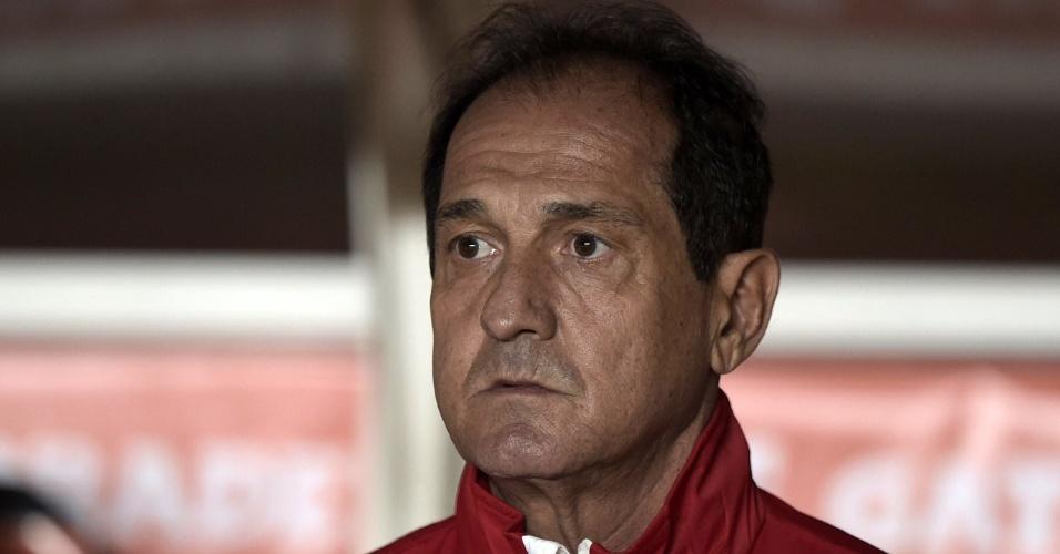 Muricy aguarda o início da partida entre São Paulo e San Lorenzo, em confronto da Libertadores