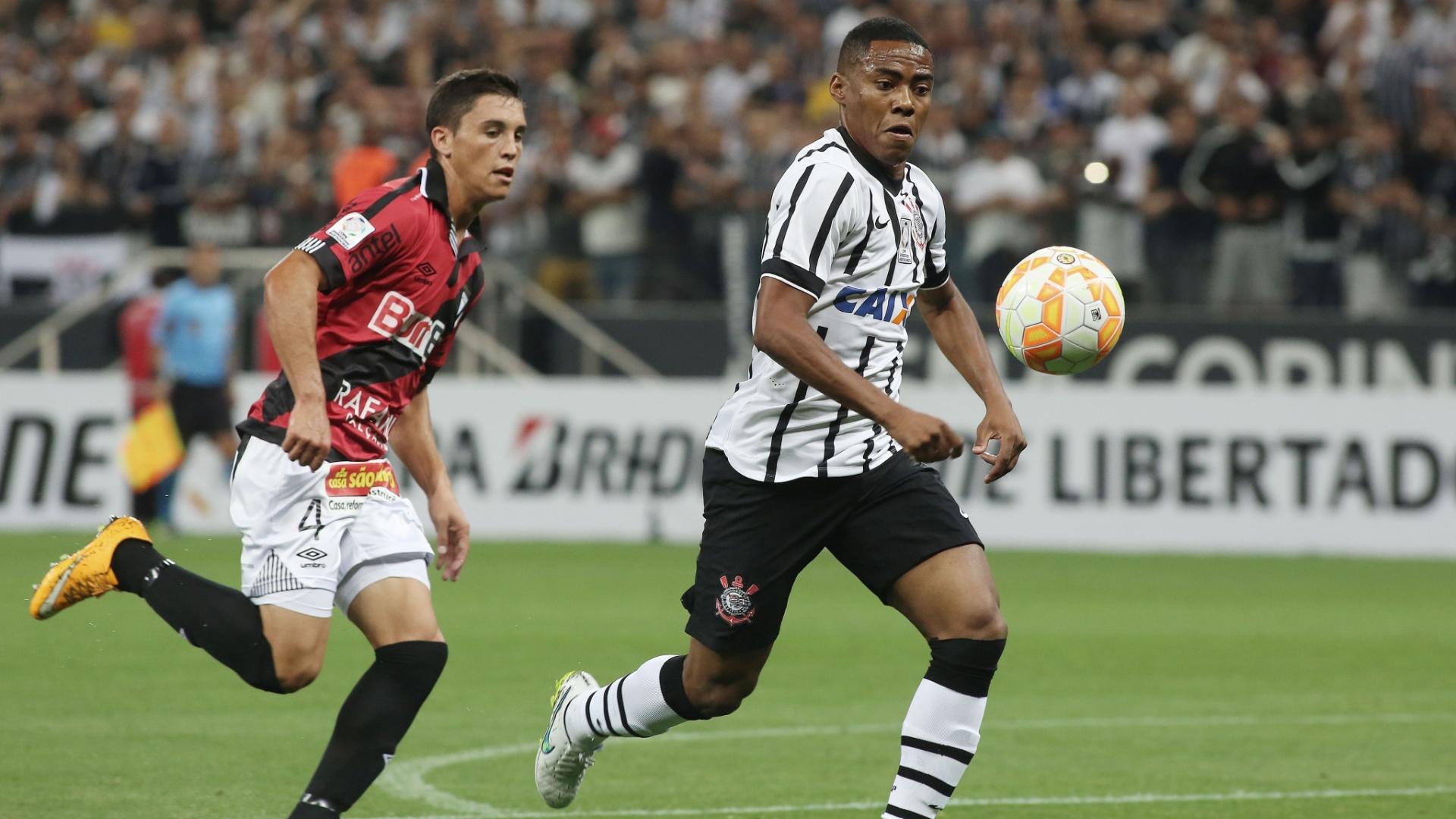 Elias foi vítima de racismo durante o jogo Corinthians e Danubio, pela Libertadores