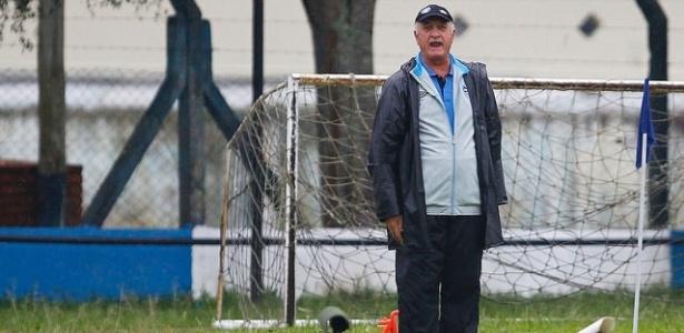 Felipão grita com jogadores do Grêmio em empate com o São José - Lucas Uebel/Divulgação/Grêmio