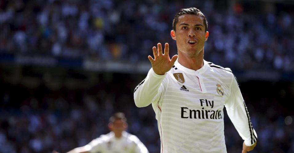 05.abr.2015 - Cristiano Ronaldo comemora um dos cinco gols dele na goleada do Real Madrid sobre o Granada pelo Campeonato Espanhol
