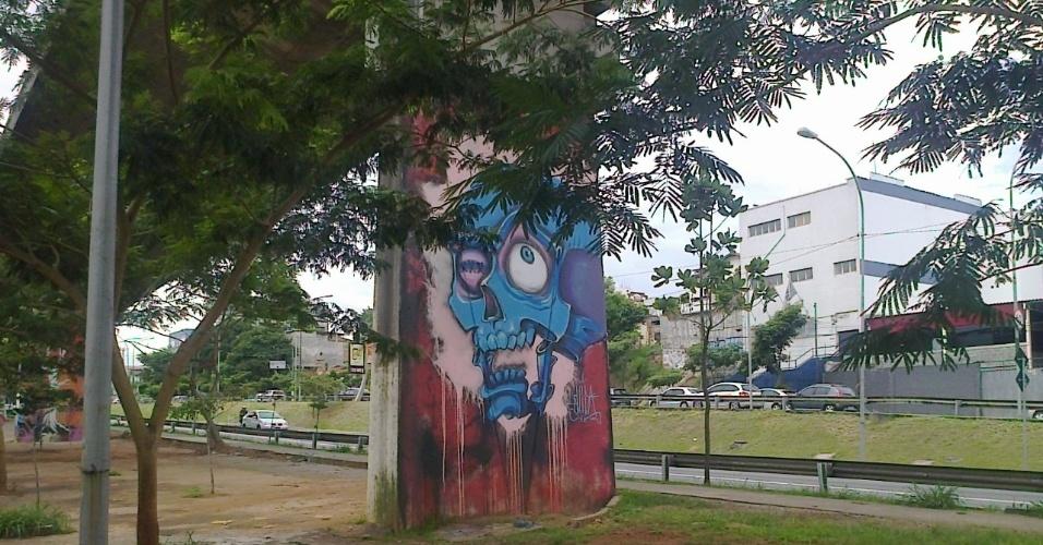 Diversos trabalhos de arte urbana podem ser vistos ao longo do trajeto