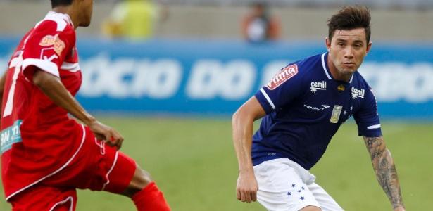 Desde a pré-temporada, Mena foi liberado do Cruzeiro para acertar com novo clube