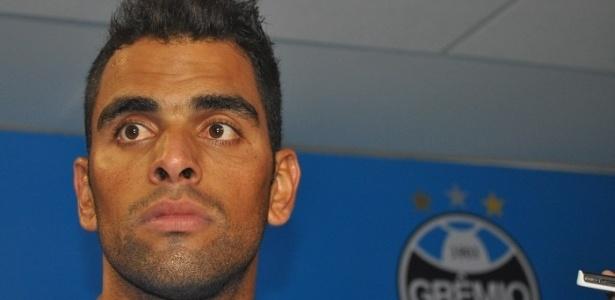 Maicon acredita que o Grêmio tenha que manter os pés no chão após vitória