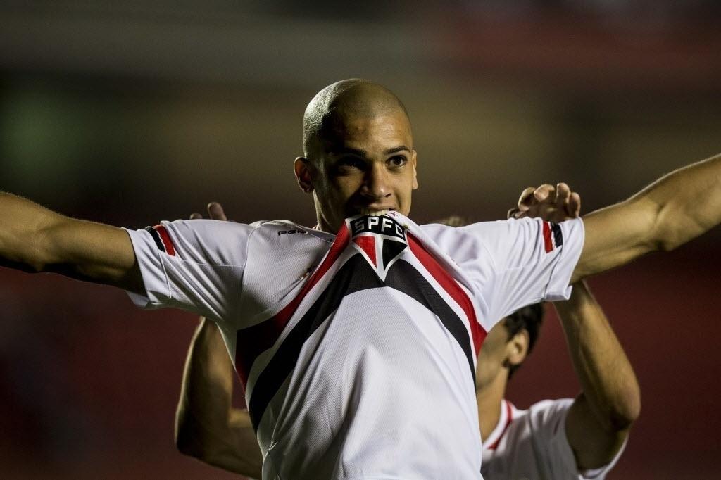 Dória comemora gol do São Paulo contra a Portuguesa