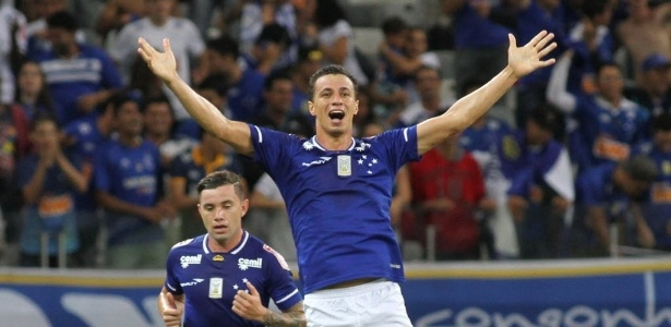 Leandro Damião esteve acertado, mas acabou distante do Internacional
