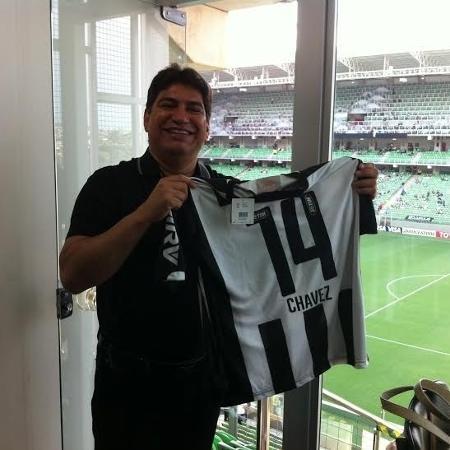 Irmão de Hugo Chávez e presidente do Zamora, Adelis Chávez ganhou uma camisa do Atlético-MG em 2014 - Victor Martins/UOL Esporte