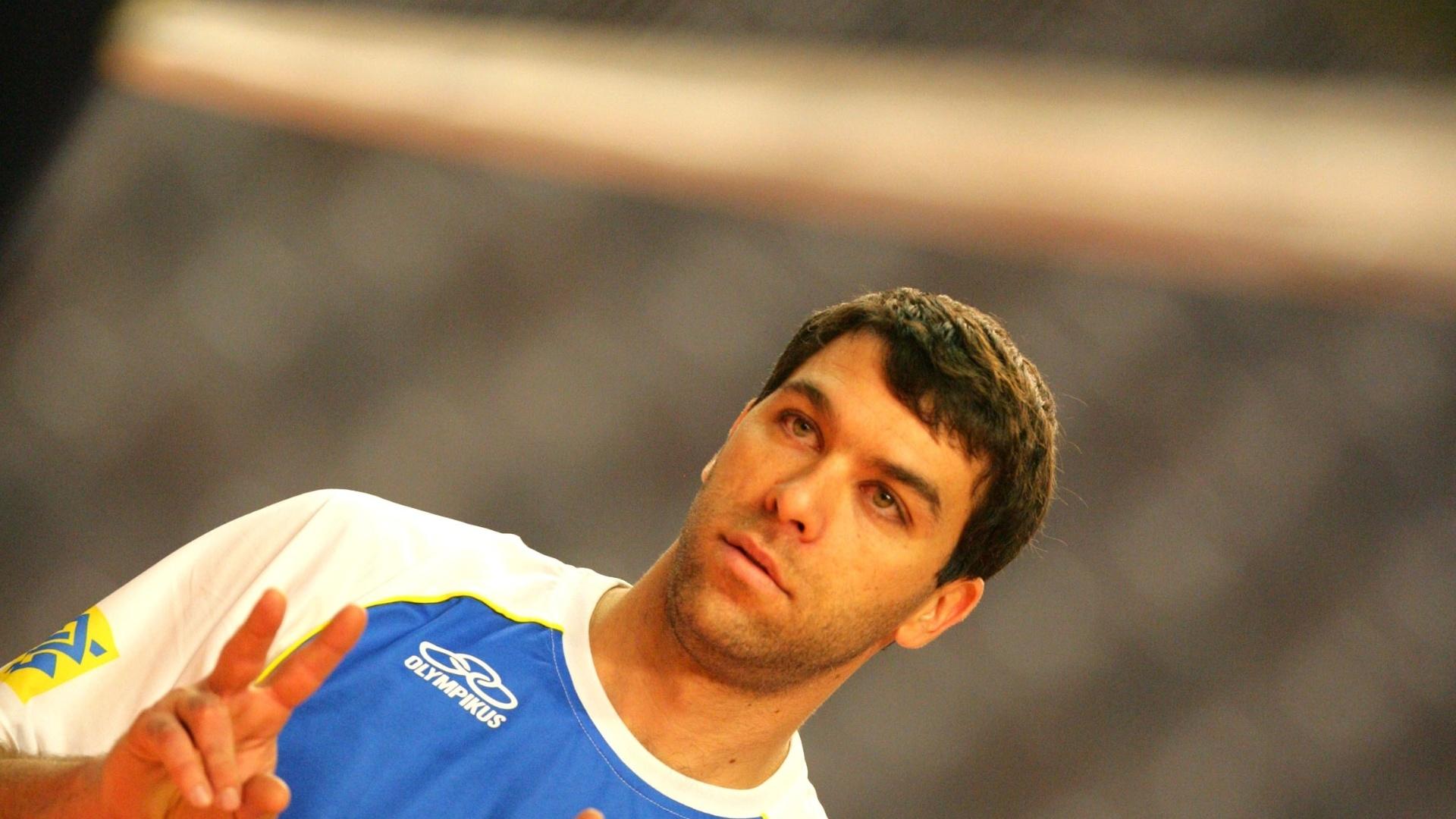 Marcelinho durante treino da seleção brasileira
