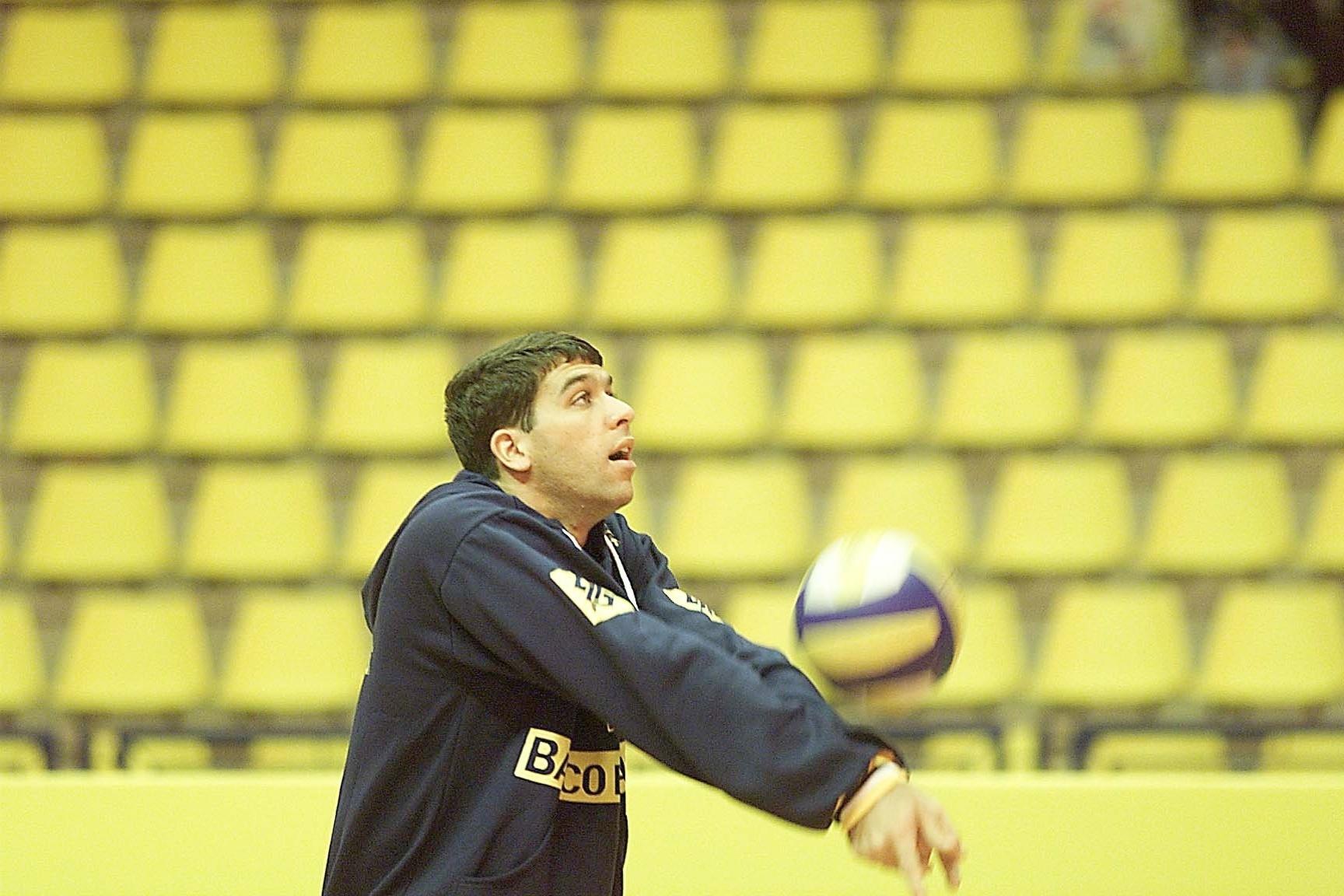 Marcelinho em treino da seleção brasileira em 1999
