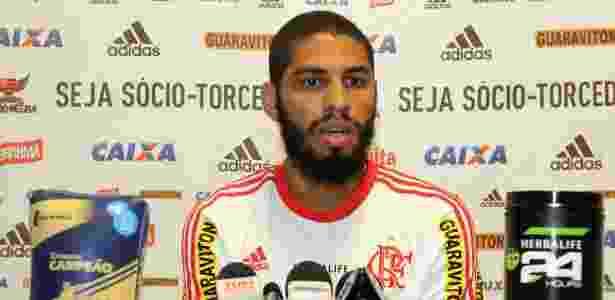 Wallace é jogador do Grêmio, só depende de um documento para poder assinar - Gilvan de Souza/ Flamengo