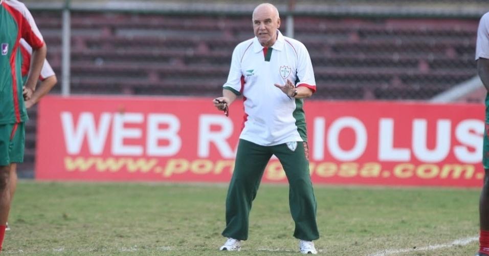 Técnico Valdir Espinosa comanda treino da Portuguesa