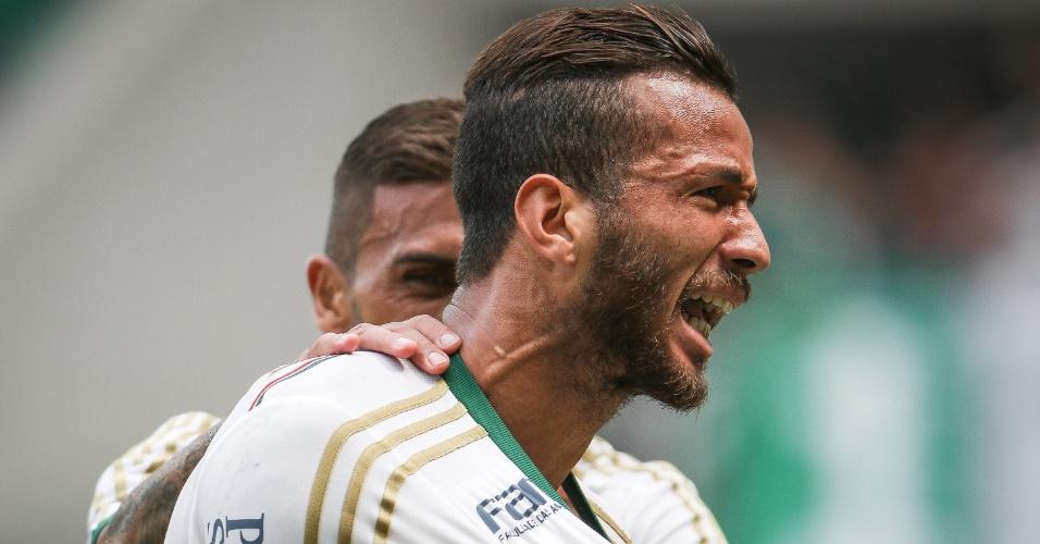 Leandro Pereira comemora após marcar gol da vitória do Palmeiras