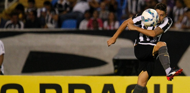 Elvis deixou a semifinal contra o Fluminense por conta de um problema muscular - Vitor Silva / SSPress