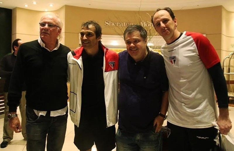 Ex-jogador do São Paulo, Pablo Forlán (o primeiro à esquerda) reviu os amigos Milton Cruz e Rogério Ceni