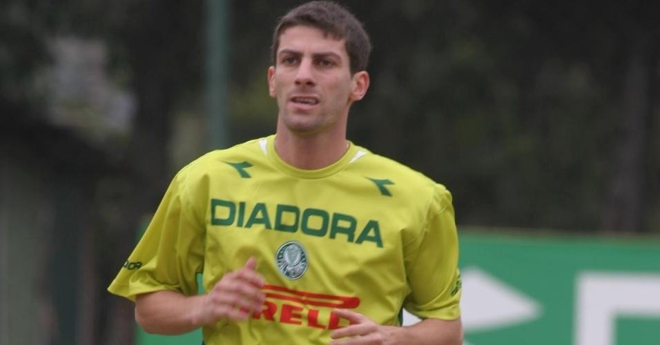 Na passagem por Palmeiras, Pedrinho também era conhecido pelo estilo franzino e pesava 63 kg