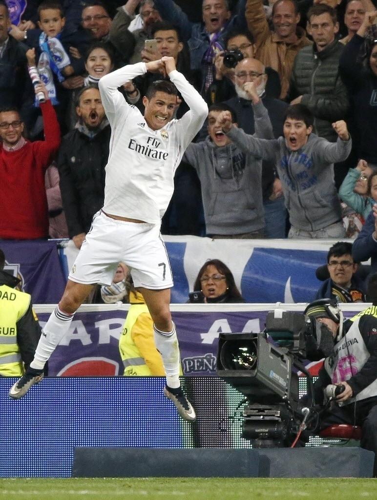 Cristiano Ronaldo comemora seu gol na vitória do Real Madrid contra o Málaga pelo Campeonato Espanhol